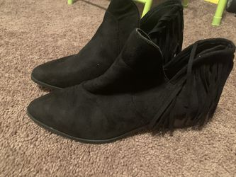 New Cute fringe ankle boots size 9 for Sale in Temple Hills,  MD