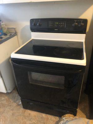 Electric Stove and Refrigerator Set $650 for Sale in Chicago, IL