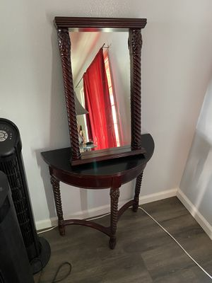 Side table and mirror for Sale in Costa Mesa, CA