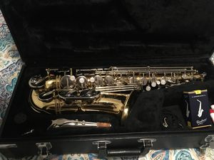 JUPITER ALTO SAXOPHONE- capital edition, Silver neck with reeds for Sale in San Antonio, TX