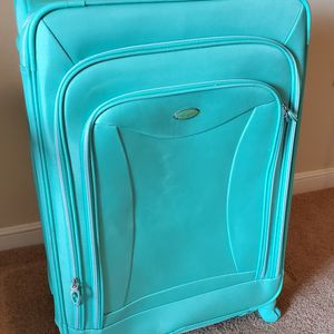 Olympia USA Spinner Luggage XL for Sale in Richmond, VA