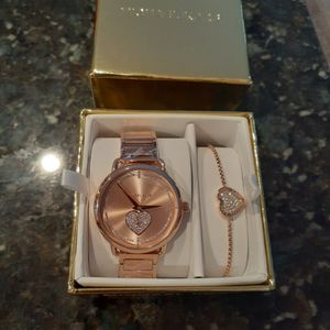 Michael kors Watch Women Set...rose Gold for Sale in Tolleson, AZ