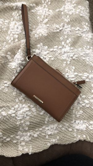 Vince camuto wristlet for Sale in Boring, OR