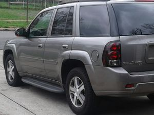 NICE LOOKING CHEVY TRAIL BLAZER WITH LEATHER SEATS FOR ONLY $2500 for Sale in Columbus, OH