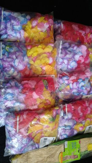 Leis/kids skirts/ balloon bqt/deco for Sale in Palo Alto, CA