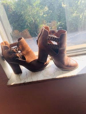 Women's heeled boot. Worn, but in good condition, very cute and comfy! Women's size 7/2 for Sale in St. Louis, MO