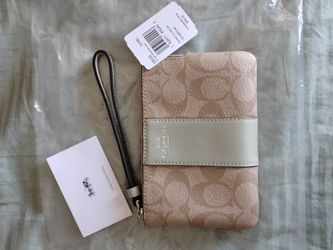 New COACH Wristlet for Sale in Moreno Valley,  CA