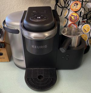 Keurig k-cafe with milk frother for Sale in Covington, WA