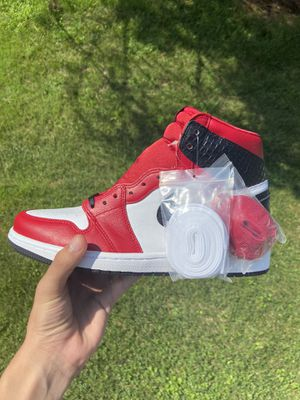 Jordan 1 Satin Snake Chicago size 9.5w for Sale in Silver Spring, MD