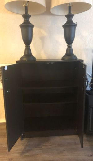 Side table and 2 matching lamps for Sale in MARINA DEL REY, CA