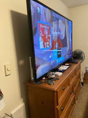 70' smart VIZIO tv for Sale in Eugene, OR