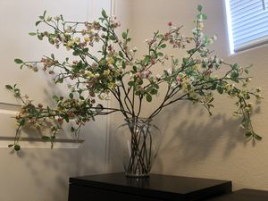 Large Vase with Flowers+additional vase for Sale in Las Vegas, NV