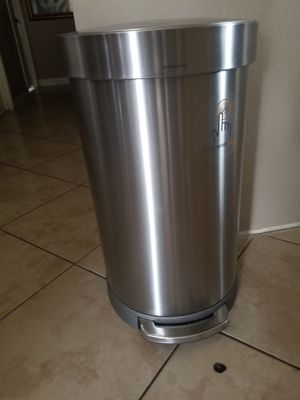 simplehuman trash can. GOOD CONDITION. ( CLEAN) $40 FIRM IN PRICE. 2ft tall for Sale in Moreno Valley, CA