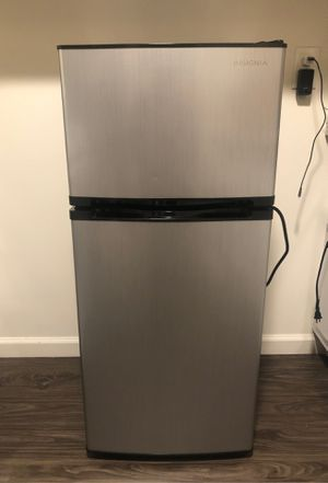 Insignia mini fridge with freezer for Sale in Gardena, CA