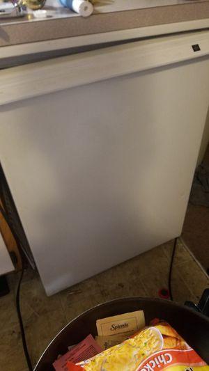 Ge mini fridge for Sale in Columbus, OH