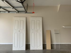 2-4 panel Bi-Fold Closet doors for Sale in San Antonio, TX