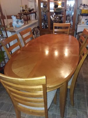 Dining room table and China hutch for Sale in Tacoma, WA