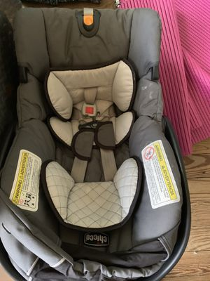 Chicco keyfit 30 car seat and base for Sale in Reading, PA