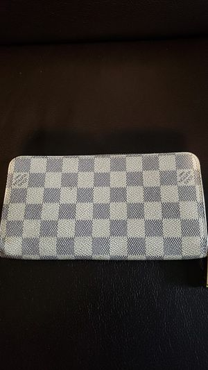 Louis Vuitton womens wallet for Sale in Pittsburgh, PA