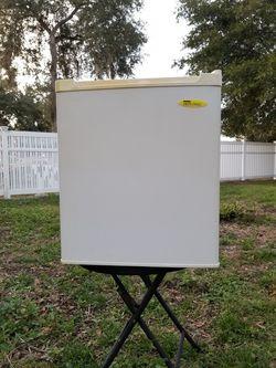 Mini Fridge Ultra Light for Sale in Webster,  FL
