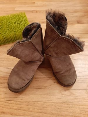 UGG Australia Womens Sz 7 Essential Short Shearling Suede Boots for Sale in Westminster, CO