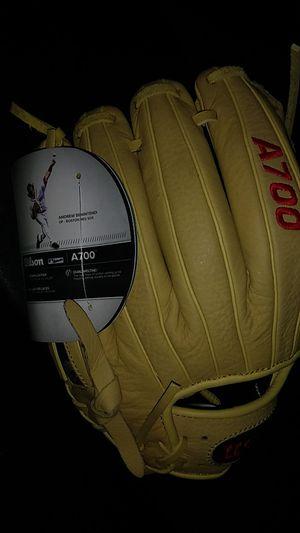 Wilson baseball glove for Sale in Mukilteo, WA