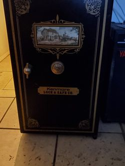 Kenmore Lock & Safe Mini Fridge Rare for Sale in Casselberry,  FL