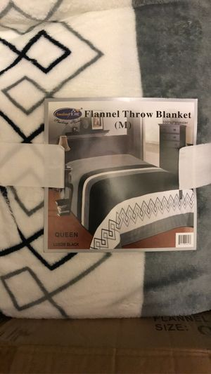 Flannel throw blanket for Sale in Bakersfield, CA