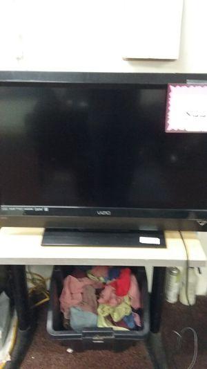 """Vizio E321vl 32"""" LCD tv no remote 96091387768 for Sale in Sacramento, CA"""