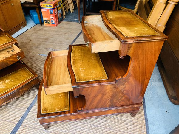 Antique Lexington Mahogany Inlaid Leather Top Steps Nightstands Tables