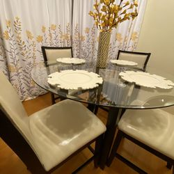 Dining Table With 4 Chairs for Sale in City of Industry,  CA