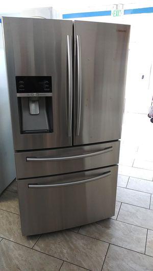 Refrigerator samsung 36w for Sale in Oakland, CA