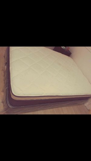Queen size bed matress for Sale in Huntington Park, CA