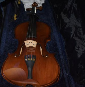 Bellafina persona violin, size 4/4, with case, shoulder rest and bow for Sale in Kissimmee, FL