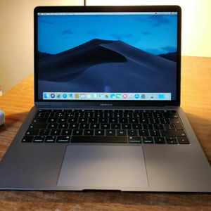 Apple MacBook Air with Retina display 13.3″ Notebook - Core i5 1.6 GHz - 8 GB RAM - 256 GB SSD - Space Gray for Sale in San Diego, CA