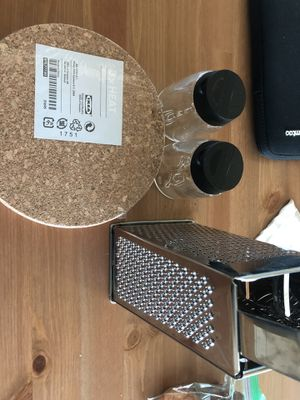3 spice jar&6 heat trivet&Grater&Dust pan and brush for Sale in San Francisco, CA