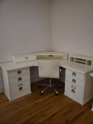Pottery barn white desk and chair LIKE NEW for Sale in Chula Vista, CA