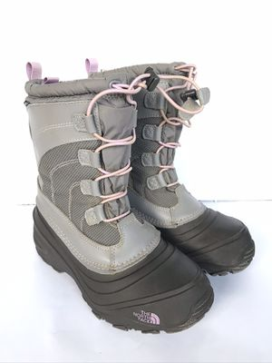Girls North Face Alpenglow IV Waterproof Snow Boots Gray/Pink Size 3 for Sale in Bellflower, CA