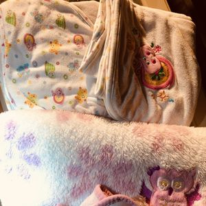 Baby clothes, bedding, blankets for Sale in Barstow, CA