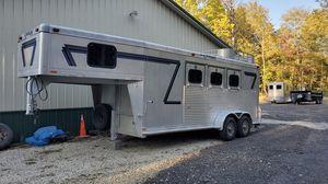 Cherokee 3 horse slant gooseneck horse trailer for Sale in Brunswick, OH