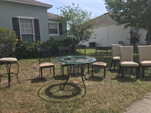 Breakfast table and matching chairs for Sale in Kissimmee, FL