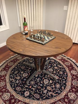 """REDUCED Mid Century Breakfast or Dining Table - REDUCED PRICE! Diameter: 42"""" Height: 30"""" No Leaf extension, Solid, Excellent condition for Sale in Barrington, IL"""