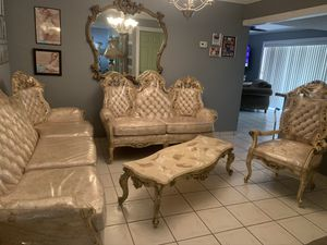 VINTAGE ANTIQUE LIVING ROOM SET WITH TWO COUCHES, TWO LAMPS, MIRROR AND TABLE & CHAIR. ALL INCLUDED. ALL IN PLASTIC. REAL WOOD LIVING ROOM SET for Sale in Miami, FL