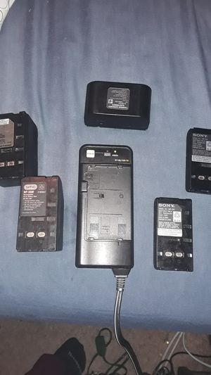 USED UNIVERSAL BATTERIES CHARGER for Sale in Phoenix, AZ