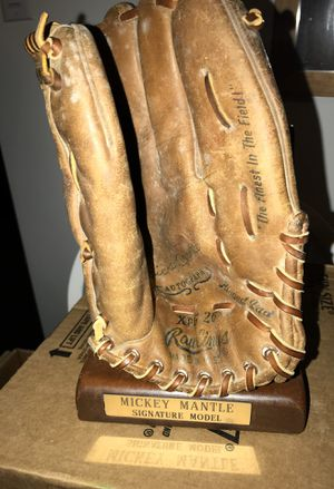 Baseball glove for Sale in Halethorpe, MD