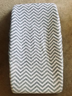 Daiper changing pad with soft chevron cover for Sale in Union City, CA