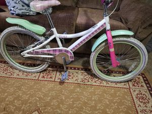 Very nice girls bike for Sale in Brooklyn, OH
