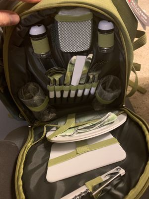 Picnic camping backpack with kitchen utensils and cutting board. Includes picnic or beach blanket. Hot food storage section - NEW for Sale in West Hollywood, CA
