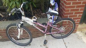 Nice girls bike. Schwinn for Sale in Silver Spring, MD