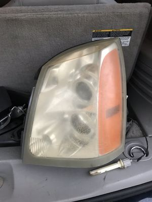 Cadillac SRX headlight for Sale in Bellaire, TX